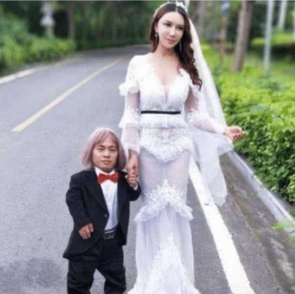 """她曾是""""最美潘金莲"""", 一婚嫁1米""""侏儒"""", 二婚再嫁2米""""巨人""""!"""