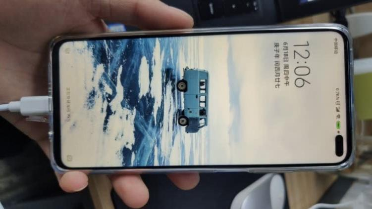 小米给力十足,256GB大内存+双模5G+4500大电池,售价不足2000元