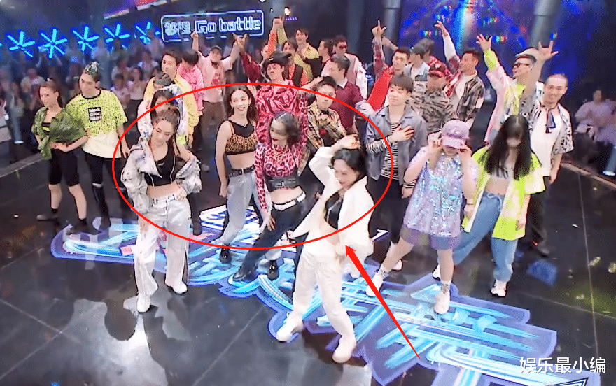 同是穿低腰裤跳街舞,金晨与姐姐团同框出镜,这腿长差距认真的?