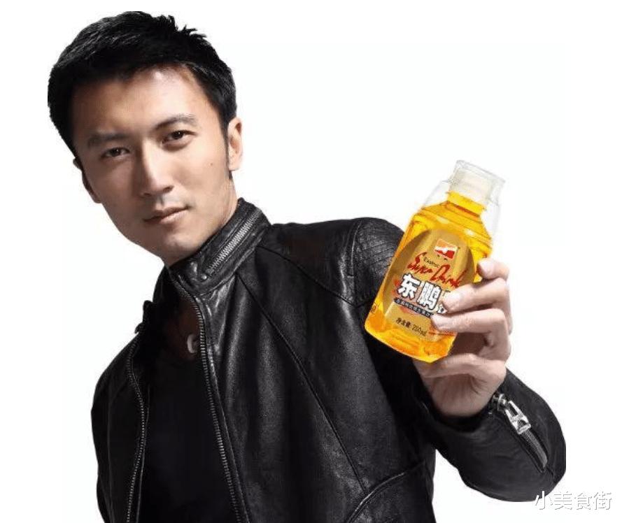 """最成功的""""山寨饮料"""",请谢霆锋代言成功逆袭,00后:正版是啥?"""