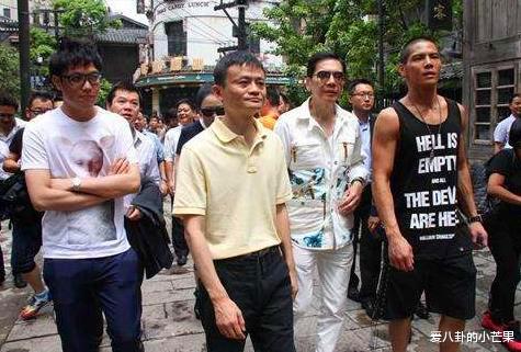 当年是谁打了刘德华?为何向华强都不敢帮忙,赵本山却一出面就解决了?