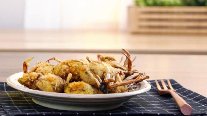 """吃腻了蒸螃蟹,教你螃蟹最简单的""""神仙吃法"""",鲜味浓郁壳都能吃"""