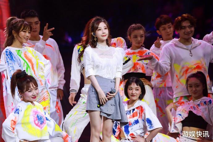 保卫萝卜2 39_冯提莫亮相《我们的歌》,少女音大放异彩,获前辈歌手称赞