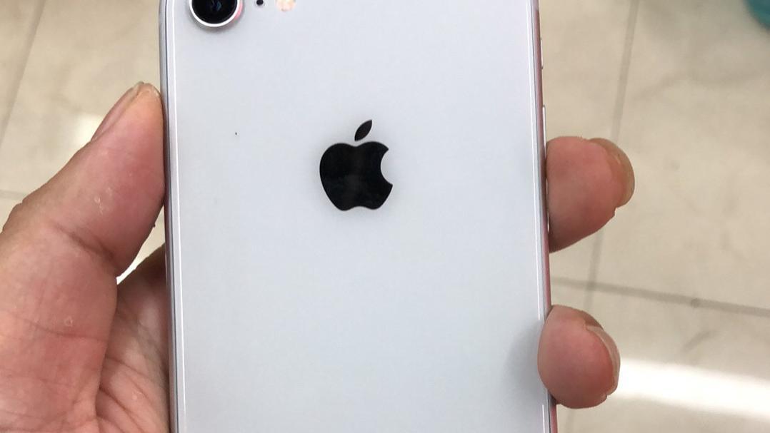 网友花1800买到了一台iPhone8,结果发现自己被骗了!