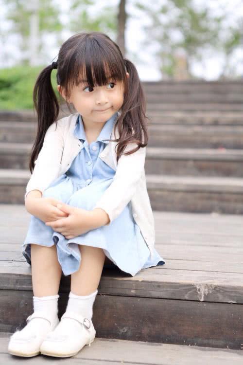 2岁就被导演挑中,长相漂亮全国都禁止她整容!后来11岁却长残了?
