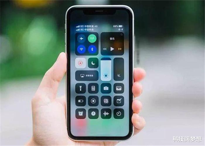 买iPhone时,64GB和128GB该怎么选?看这2款苹果手机就知道了!