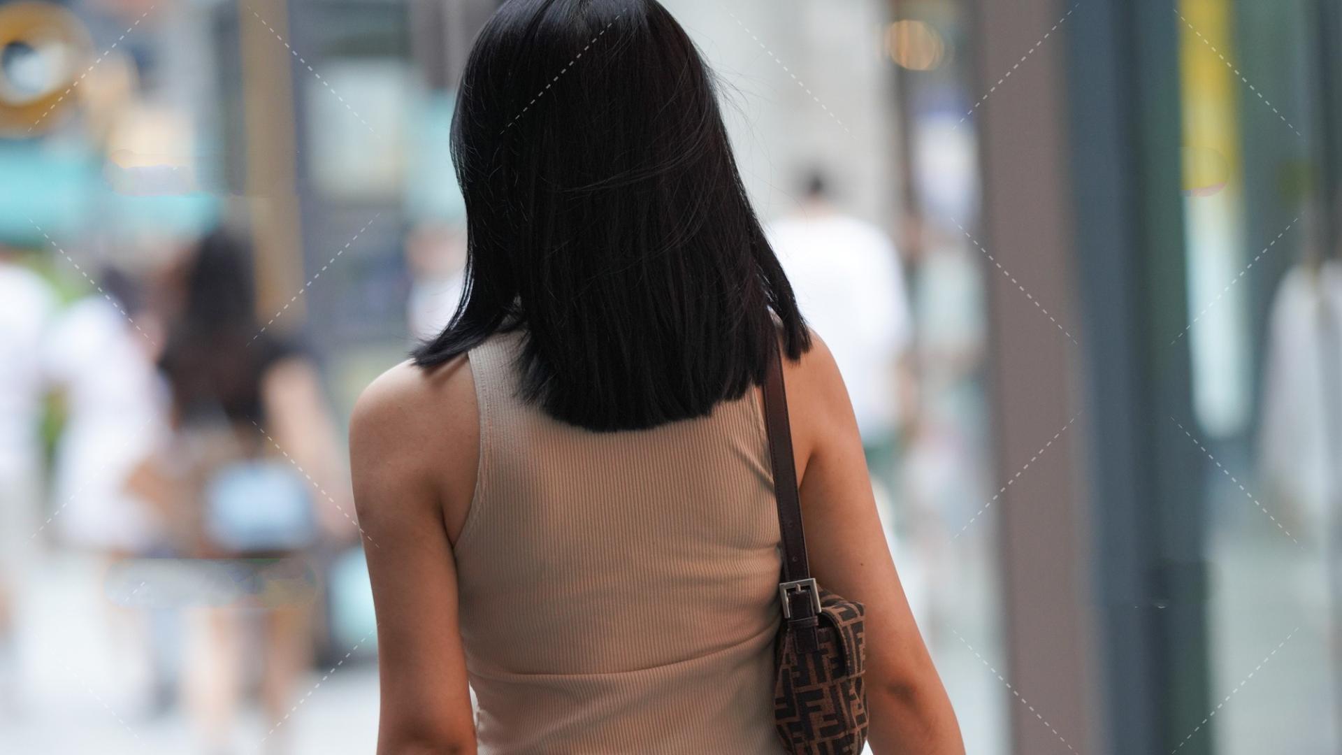 背心长款连衣裙,得体大方,显时尚气质