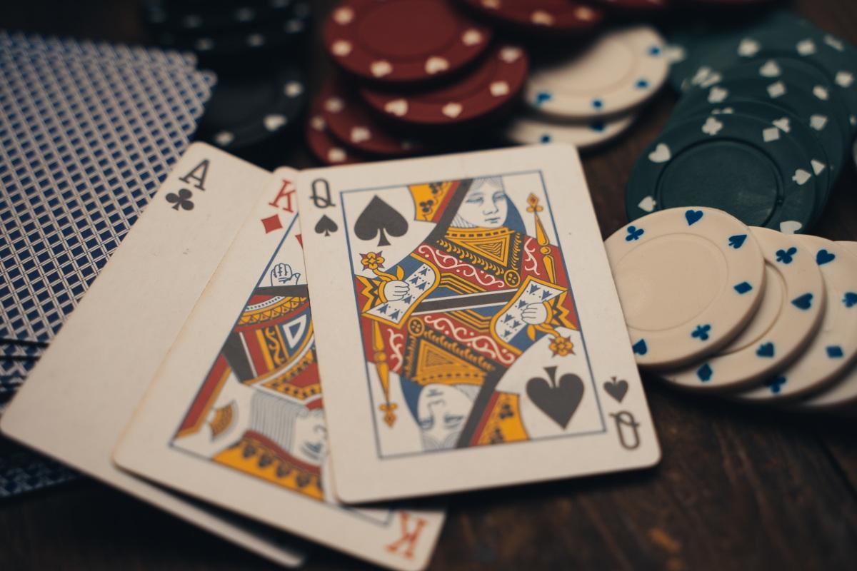 赌徒们的负债累累,到底是网赌的错,还是网贷的错?