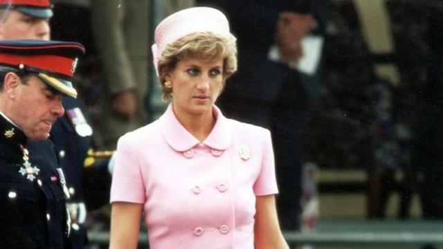 戴安娜王妃的穿搭,时髦与经典并存,优雅高贵王室风