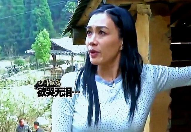 明星第一次去农村上厕所,贾玲反应太真实,素质是装不出来的 综艺 杨紫 贾玲 每日推荐  第3张