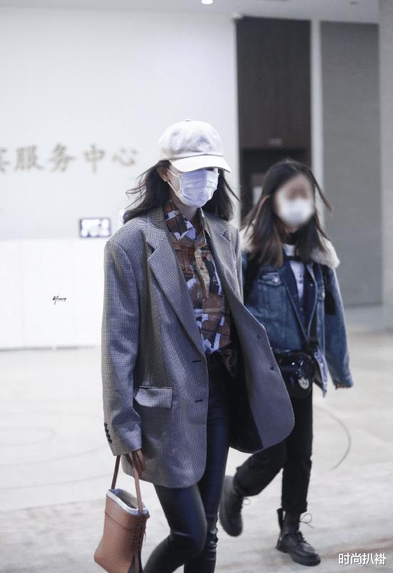 杨幂的秋冬穿搭品味太好了!穿格纹西装低调大气,紫色卫衣套装好洋