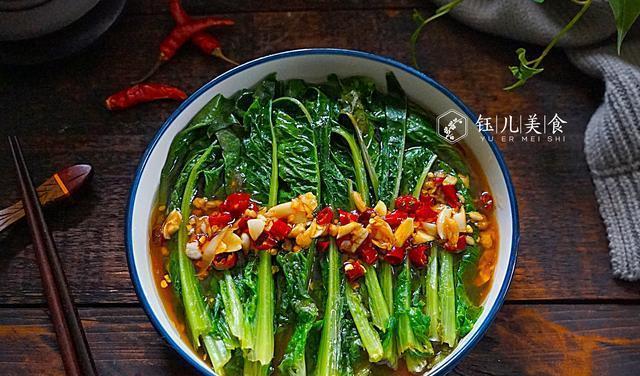 捡来一堆没人要的菜叶子,回家烫一烫拌一拌,端上桌家人个个爱吃