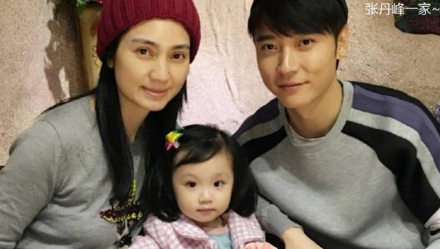 """拳皇十周年_有种""""遗传""""叫张丹峰的女儿,完美继承爸妈高颜值,宛如小天使"""