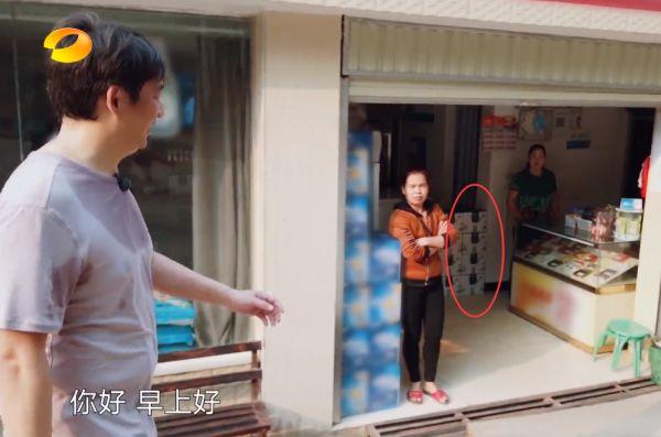 《向往4》黄磊在村里发现小卖部,看清货架上的商品后,这下彻底露馅了