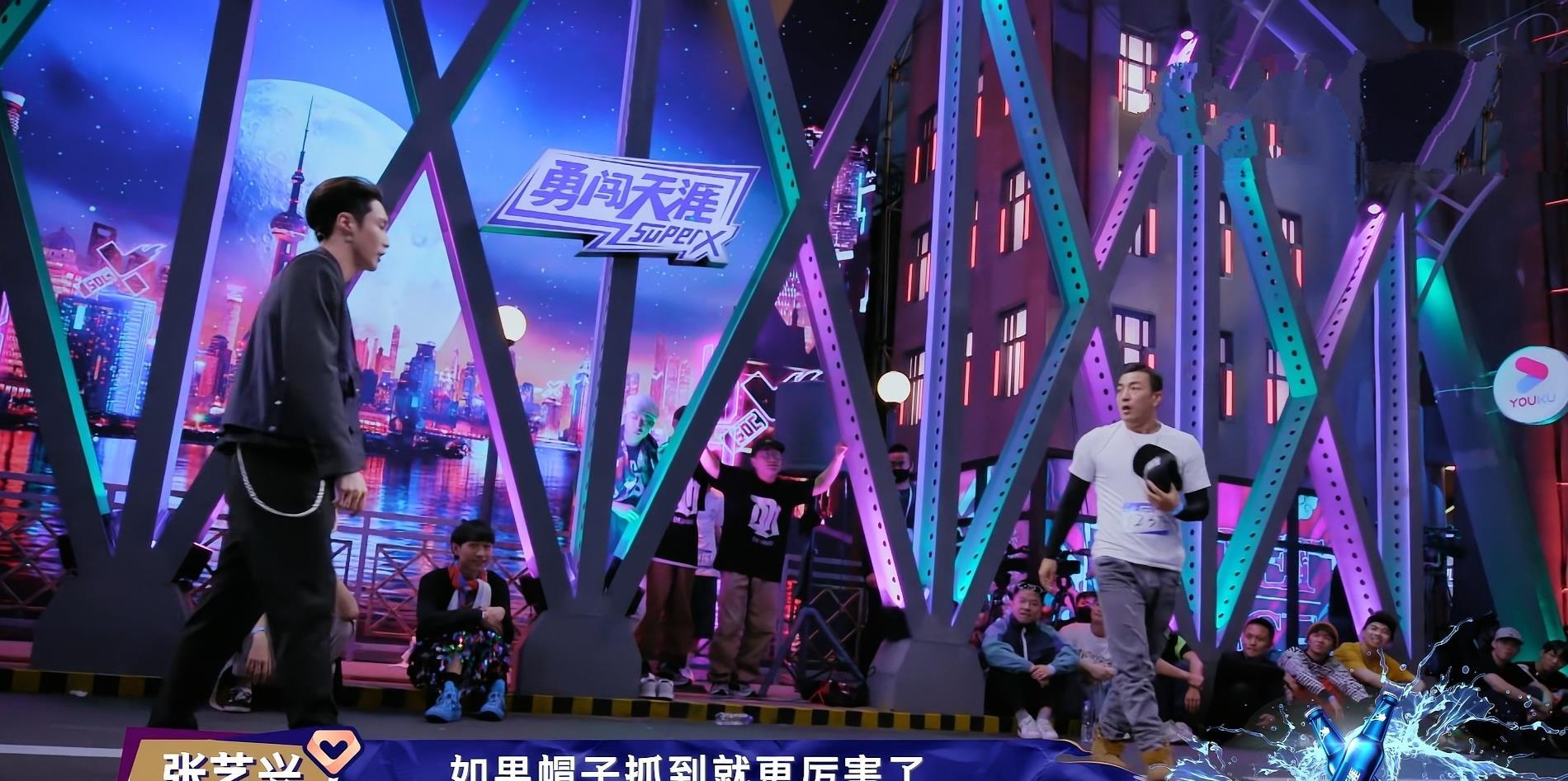 《街舞3》张艺兴Krump征服全场,KOD创始人高博表示,想给他扔鞋