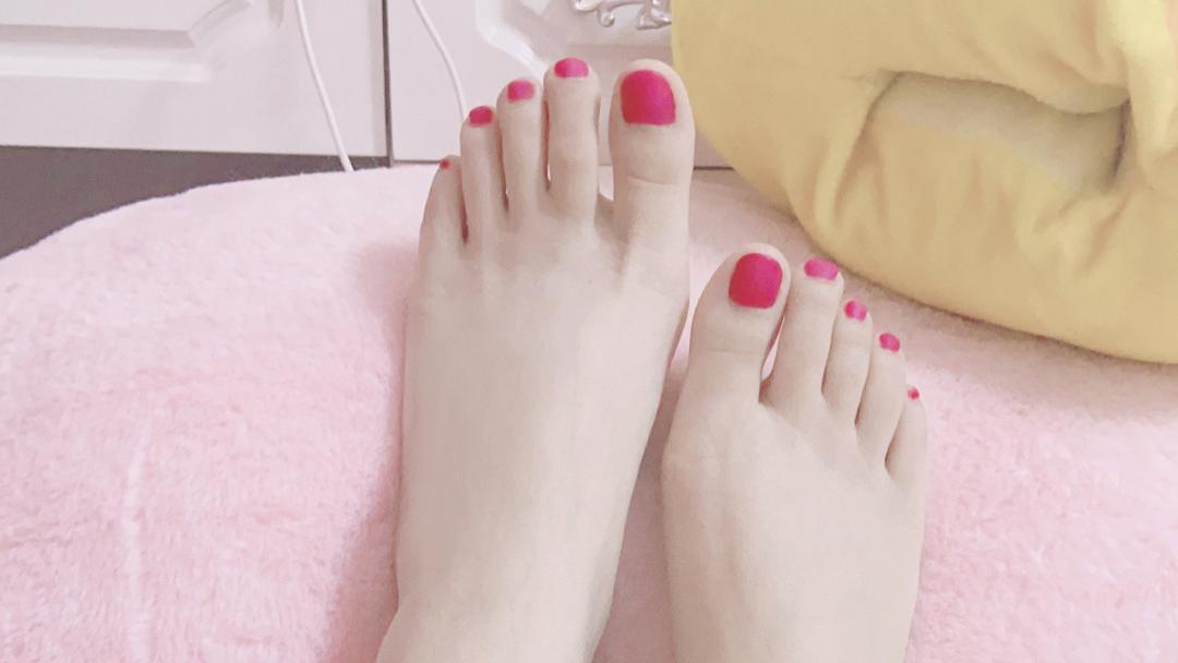 美甲玉足美脚欣赏(七):玫瑰红色美甲