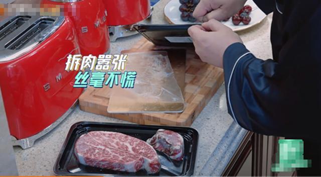 李湘两人吃四盘肉,冰箱门不关戴钻戒睡觉,网友讨厌的不只是炫富