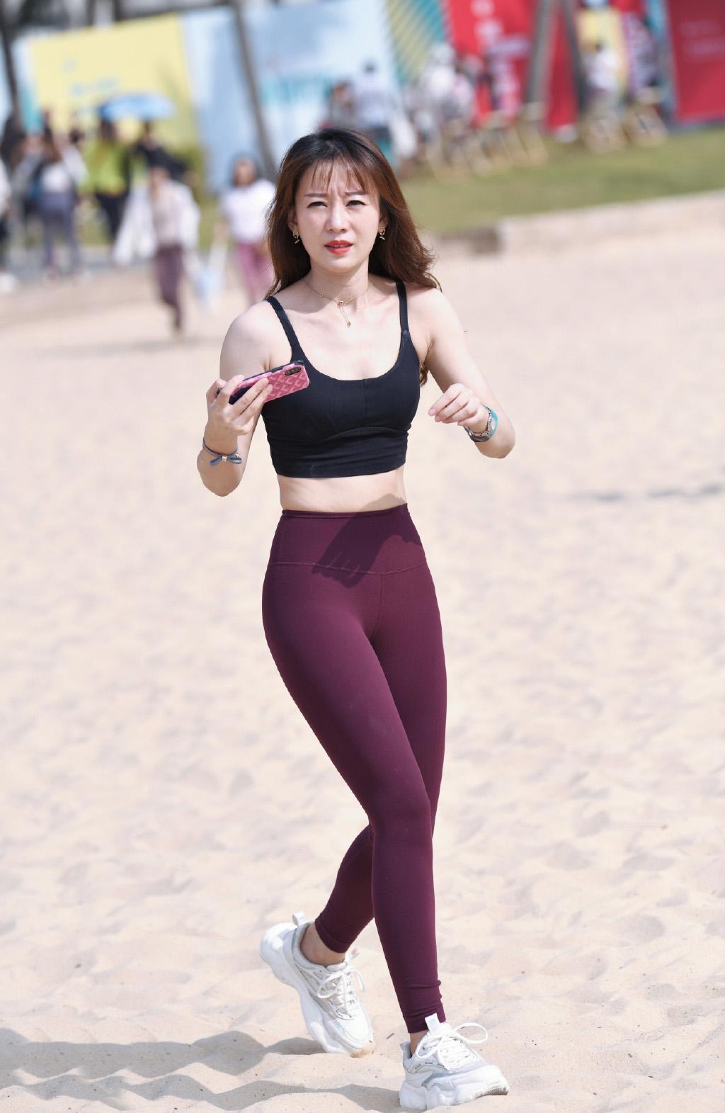 夏日的运动装,气质女生偏爱清凉个性的搭配风格,舒适又显气质 运动装 时装搭配 端游热点  第2张