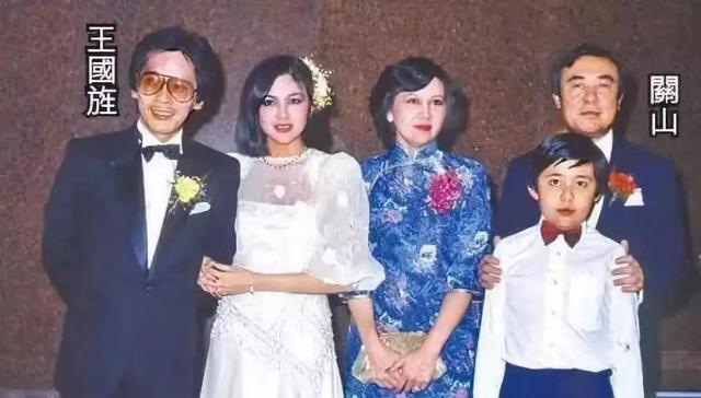 57岁关之琳直播带货引热议:三观尽毁的美人,恃靓行凶的前半生