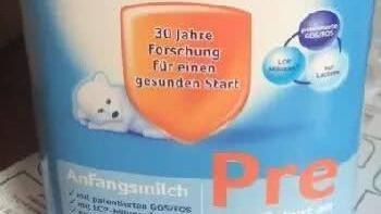 婴儿吃了微商代购的奶粉后狂吐不止,你还敢跟微商购买宝宝用品?