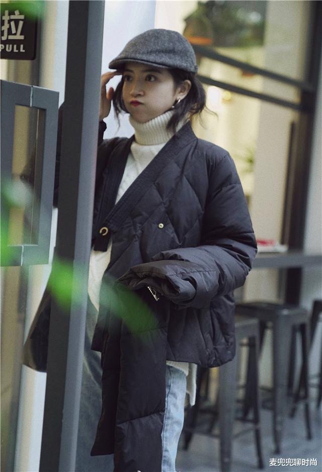 有品位的女人,穿羽绒服很少配打底裤,今冬学三木这样穿,真优雅