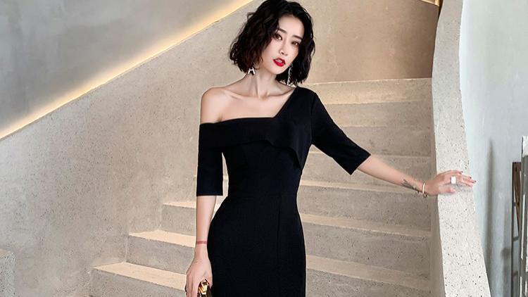 女星都追捧黑色单肩长裙,微露香肩有气质又性感,你也可以