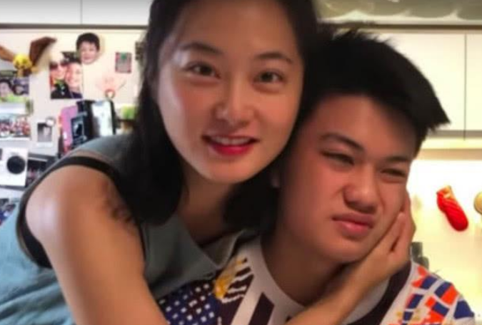 台湾一女星与十五岁继子每天亲亲抱抱,大12岁老公表示这是家常便饭