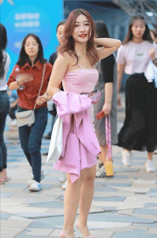 美女变废为宝,破烂裙子缝上几个纽扣后,时尚又耐看 裙子 美女 时装搭配 每日推荐  第3张