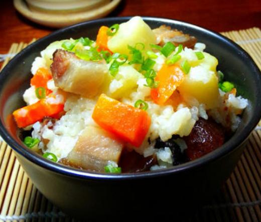 川味腊肉焖饭的家常做法