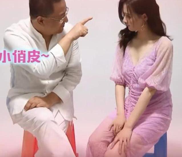 徐璐和他爸爸的合照曝出,引发大量争议,网友:注意尺度