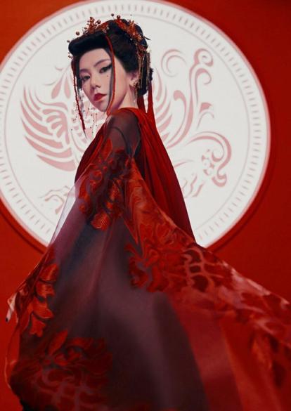 冯提莫新歌《自己》MV上线,画面唯美动人,是心动的感觉呀