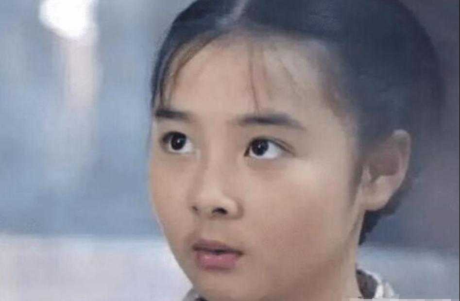 14岁把初恋给了释小龙,被全网禁止整容,今27岁的她长成了这样