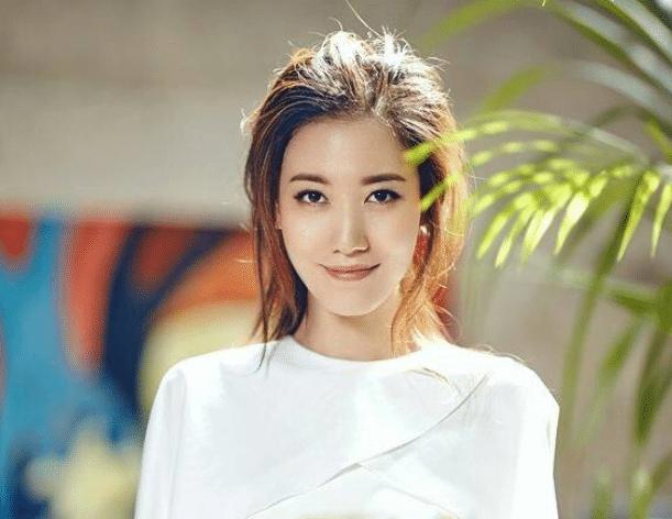 她是靳东的亲妹妹,现因这部剧一炮而红,如今老公成了一个迷!