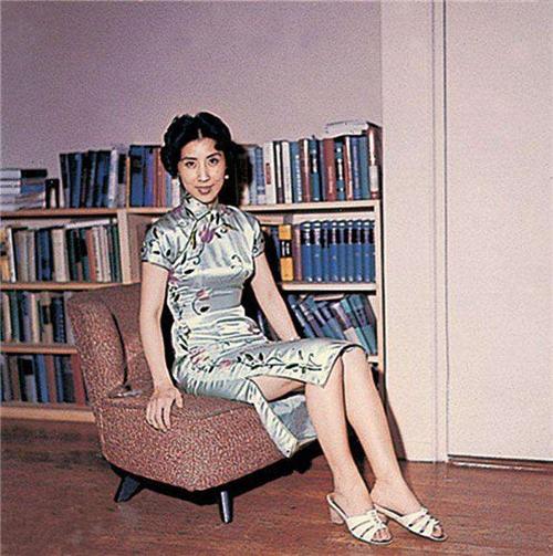 张灵甫死后,19岁妻子赴美定居,60年后重返孟良崮,留下4个字