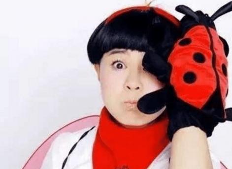 """难怪刘纯燕一直都是""""蘑菇头"""",当她长发照流出,网友:这谁顶得住!"""