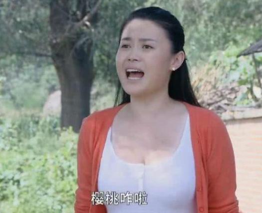 37岁赵本山女徒弟和友人喝酒小聚,风韵犹存,网友直呼爱了!