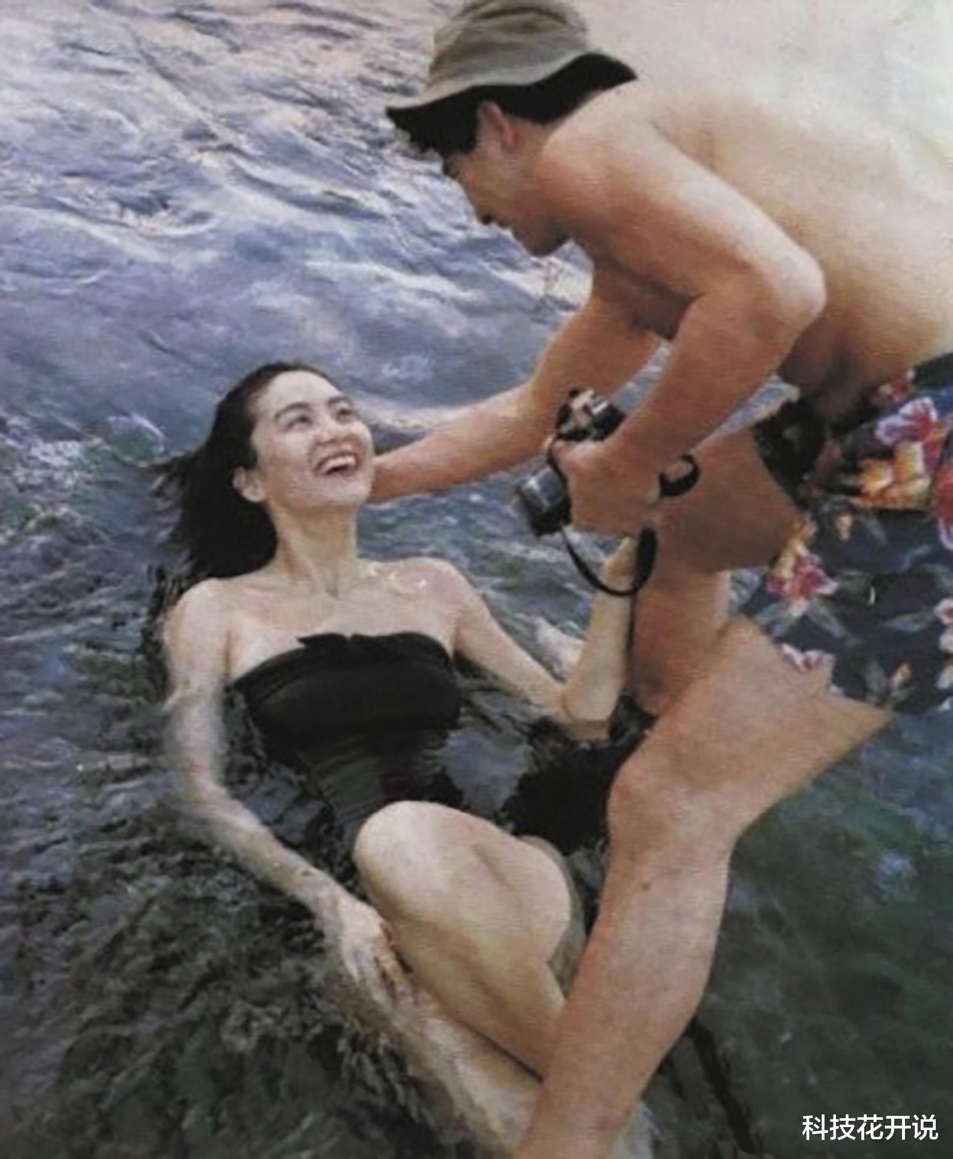 无法重拍的瞬间:吸烟的张曼玉,跑龙套的成龙,与秦汉在海边戏水的林青霞