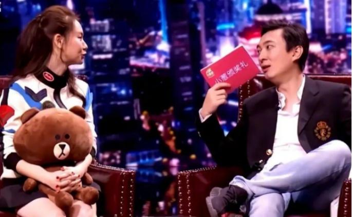 王思聪初见戚薇,被她的美貌疯狂吸引,戚薇:我离婚你追我吗?