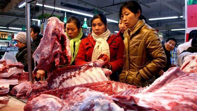 """猪价""""一跌不起"""",产能持续释放,北大屠夫预测猪肉将跌到20元"""