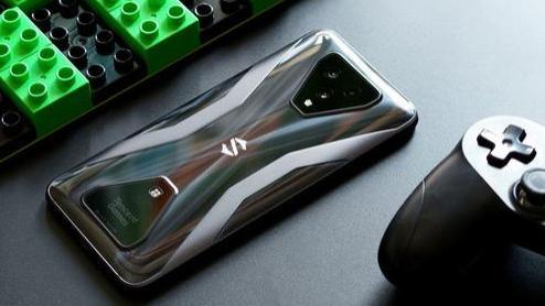 """在手游圈里,这部手机被称作""""物理外挂""""?黑鲨游戏手机3S评测"""
