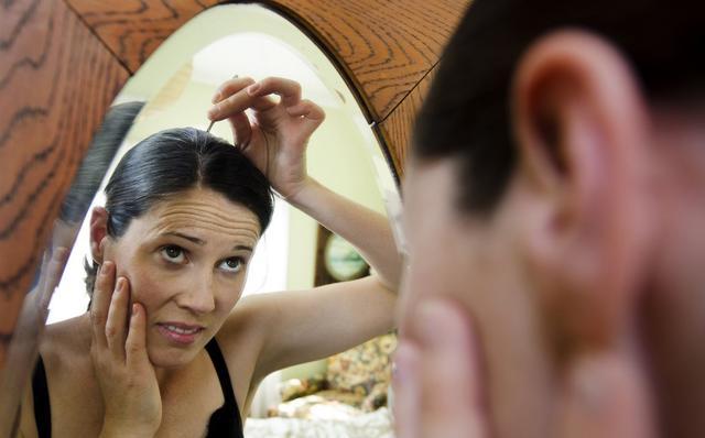 白头发只能用染发遮盖吗?教你如何健康的反转