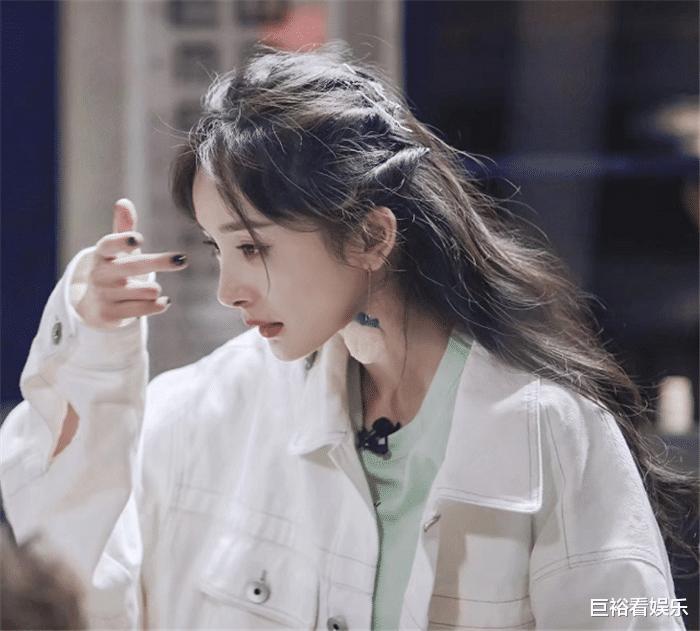 最受欢迎女演员大洗牌:赵丽颖跌至第5,刘亦菲第3,榜首是她!