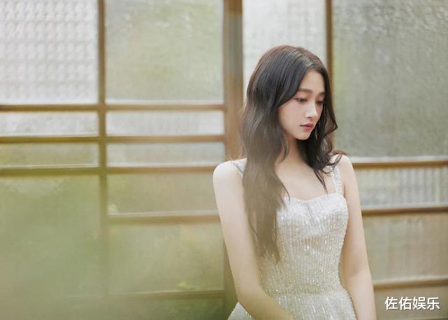 被曝已有新欢和鹿晗悄悄分手,关晓彤回应:不需要跟陌生人解释