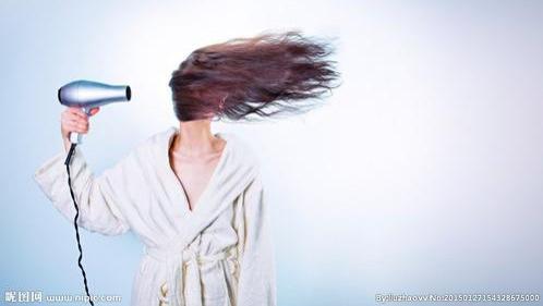 吹风机会损伤头发吗?教您一招:黄金温度加适当距离