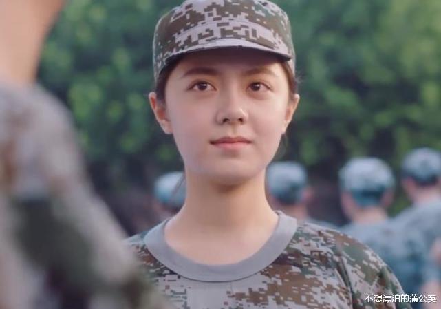 """赵今麦军训照片引热议,离开女明星滤镜,17岁""""多肉脸""""过于真实"""