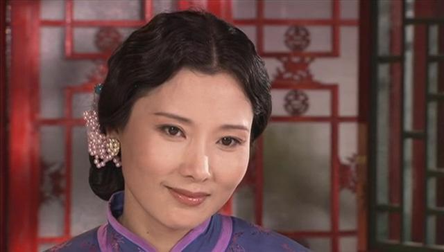 何赛飞年轻时美爆了,结婚30年无绯闻,老公是初恋,儿子跟她姓
