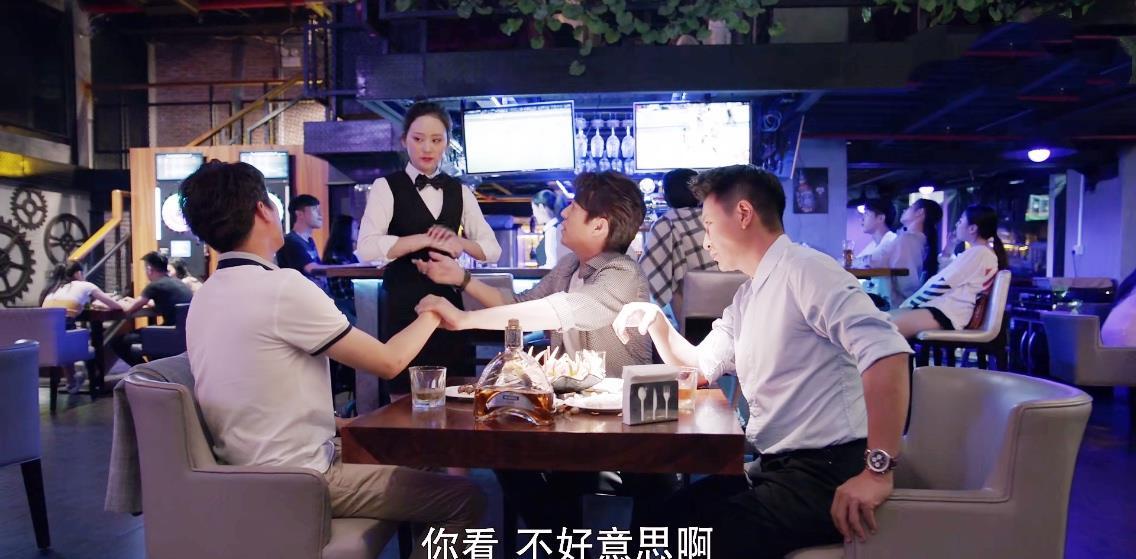 """靳东新剧遭翻车,评分仅5.2,""""中年怨妇团""""这次终于翻身了插图14"""