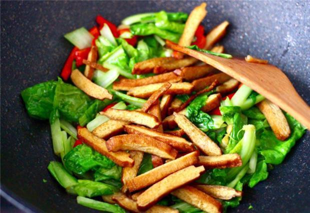 大白菜炒香干,又一道简单的快炒,清香味美,开胃又下饭 菜谱 美食 单机资讯  第4张