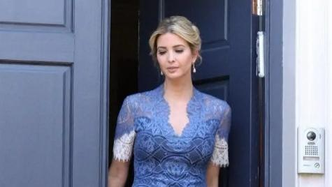 """伊万卡才是真""""名媛"""",穿蓝色蕾丝连衣裙优雅高贵,气质不输明星"""