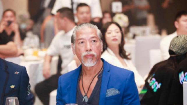 香港著名的4大反派演员齐聚一堂,乌鸦张耀扬的头发胡子几乎全白